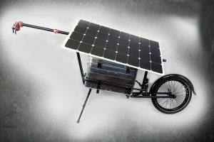 SunTravel la remorque solaire qui recharge en roulant la batterie du vélo électrique.