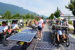 Le Sun Trip pendant le prologue en Savoie sur la route solaire prés de Chambéry.