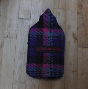 En customisant les bouillottes, Béa les a transformées en accessoires de mode et de confort, notamment le tour de cou chauffant. Photo TopsudNews