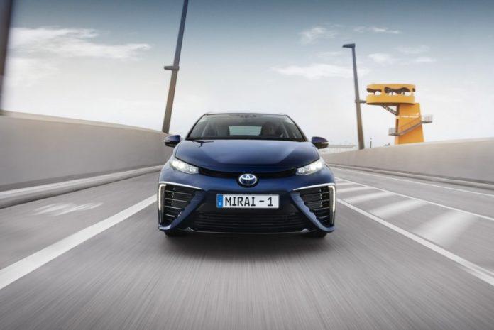 Toyota est le premier constructeur de véhicules à combustible. Ici le modèle phare, la Miraï prisée par les taxis Hype