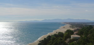 Leucate propose 17   kilomètres de plage pour cultiver la distanciation sociale en mode littoral.