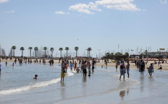 plage de Palavas-les-flots àl 'heure du déconfinement ou le plaisir de retrouver les grands espaces (c) topsudnews