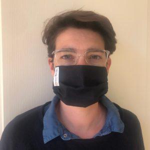 Fanny Boyer-Molinier s'est tout naturellement tournée vers la toile Denim, ultra-filtrante et résistante pour confectionner des masques de protection anti-virus.