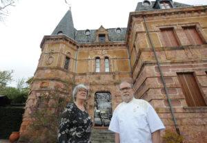 Christian Chavignon,  réputé  chef cuisinier exploite avec son épouse le relais de Saint Roch, un hôtel de charme et la petite maison à Saint Alban-sur-Limagnole.  Ils attendent leurs  clients fidèles pour cet été. (c) Topsud News