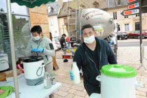 Mende (Lozère). Du lait frais sur les places de marché pour sauver les exploitations  des hautes terres.  (c) Topsud News.