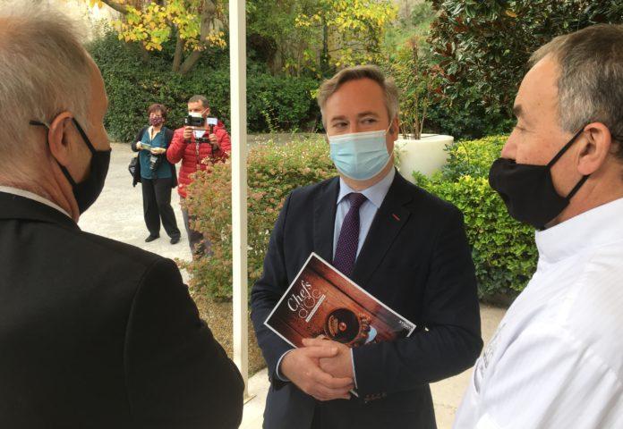 jean-baptiste Lemoyne, secrétaire d'Etat au tourisme avec Christian et Jacques Mazerand qui dirigent le Mazerand à Lattes (Hérault)